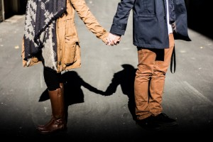 holding-hands-1031665_1920