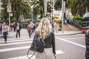 young-blonde-walking-towards-union-square-in-san-francisco-picjumbo-com