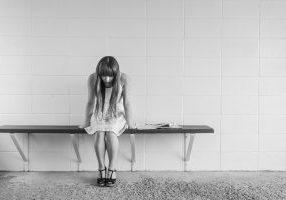 worried-girl-413690_1280